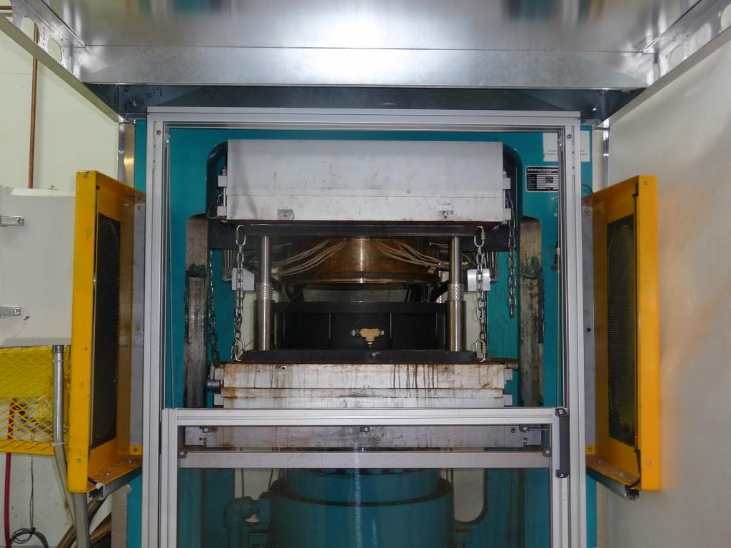 Unité de densification thermo-hygro-mécanique du bois